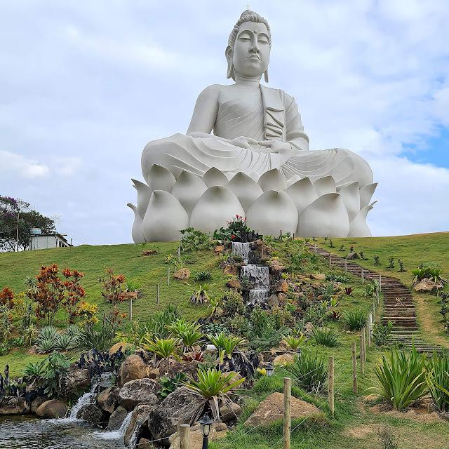 Maior Buda do Ocidente no Mosteiro Zen Budista em Ibiraçu.