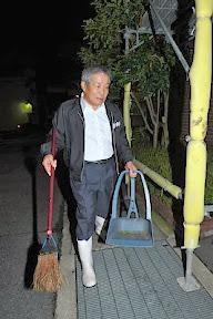 大東隆行社長は朝早くに会社の周りを掃除するのが日課