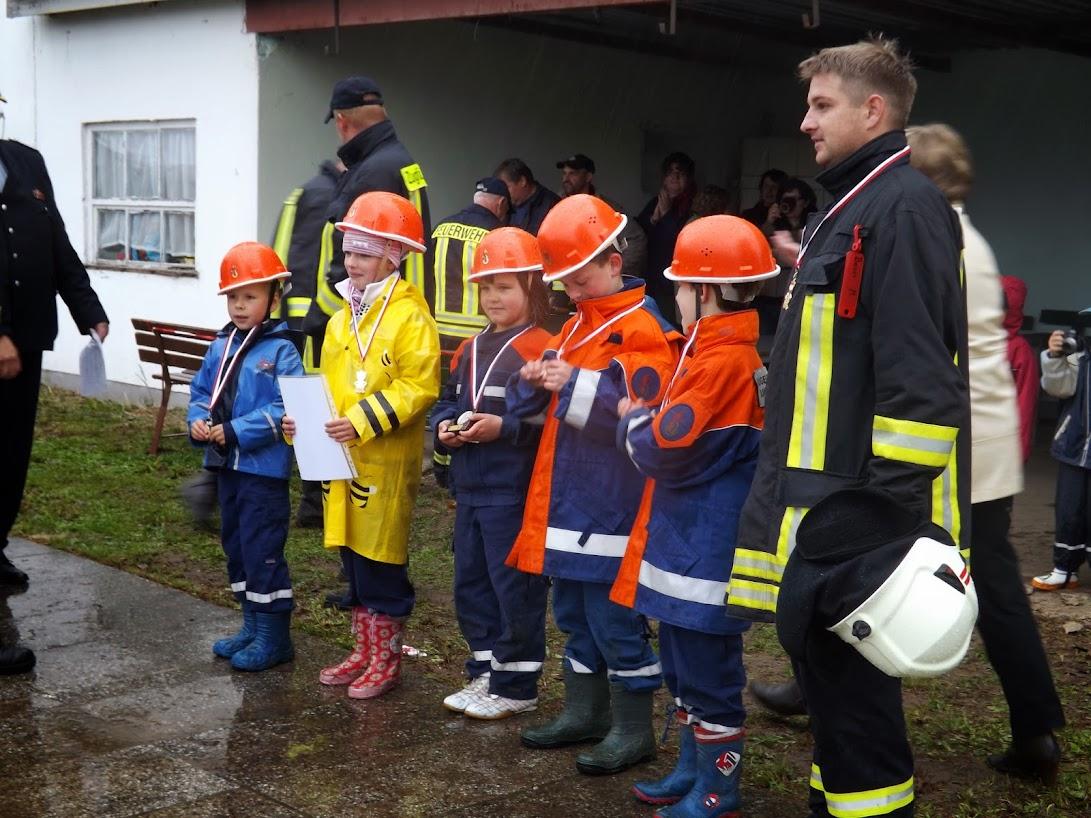 Siegerehrung bei den Feuerwehrkids mit Halina und Mateusz - Platz 1 bei den Feuerwehrkids... Zum Öffnen der Galerie auf das Bild klicken - alle Bilder A.M. für  © gemeinde-tantow.de