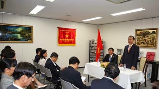Phó Thủ tướng Vũ Văn Ninh thăm Đại sứ quán Việt Nam tại Nhật Bản
