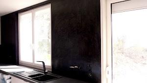réaliser soi-même son béton ciré avec kit prêt à l'emploi pour enduire les murs en béton ciré de sa cuisine