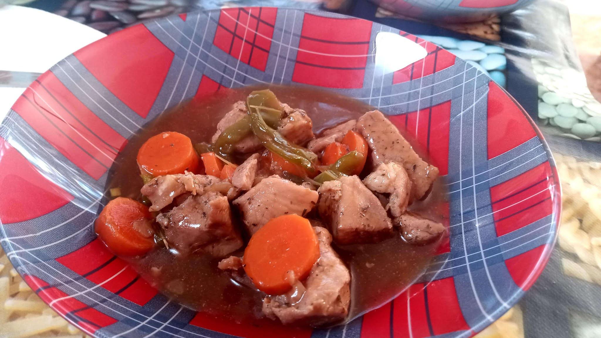 guiso con carne de cerdo