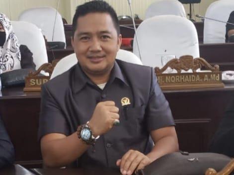 Berikan Contoh, Legislator Kotabaru Siap Divaksin