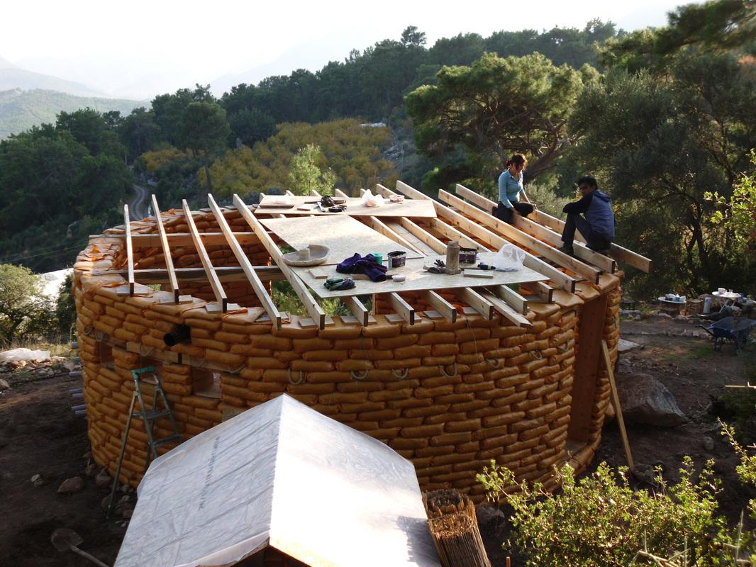 เทคนิคในการสร้างบ้านดิน การต่อยอดจากวิธีสานและโปะดิน