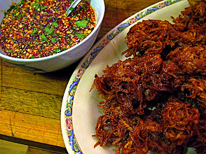 Photo: crispy taro fritters and sweet-and-sour sauce with chopped peanuts