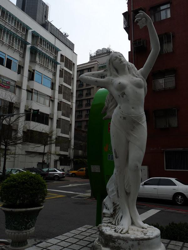 TAIWAN . Taipei De Shandao Temple jusqu à T 101 à pied... - P1160298.JPG