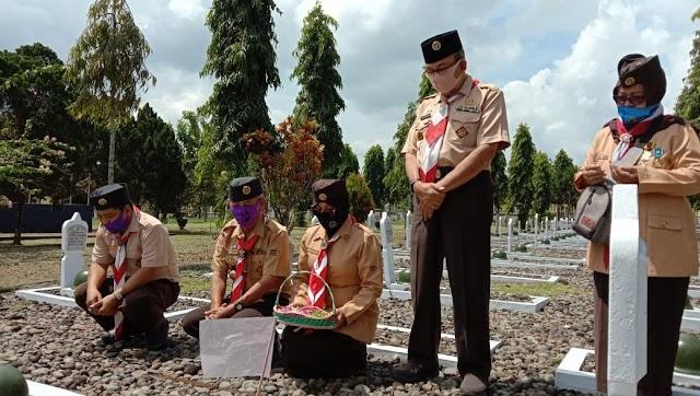 Ziarah Makam Tokoh Pramuka Banyumas Dipimpin Achmad Supartono