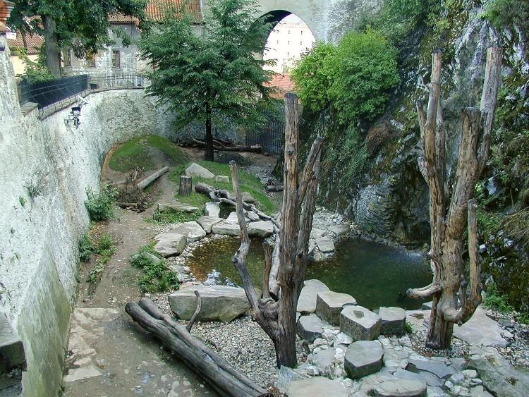 cesky-krumlov-castle-bears-8