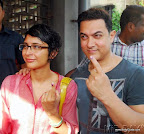 Indian bollywood Amir khan with wife Kiran cast his vote at poling booth in Bandra. on24 April2014 PIC:SAYYED SAMEER ABEDI