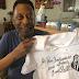 Pelé autografa e envia camisa histórica do Santos para Bolsonaro