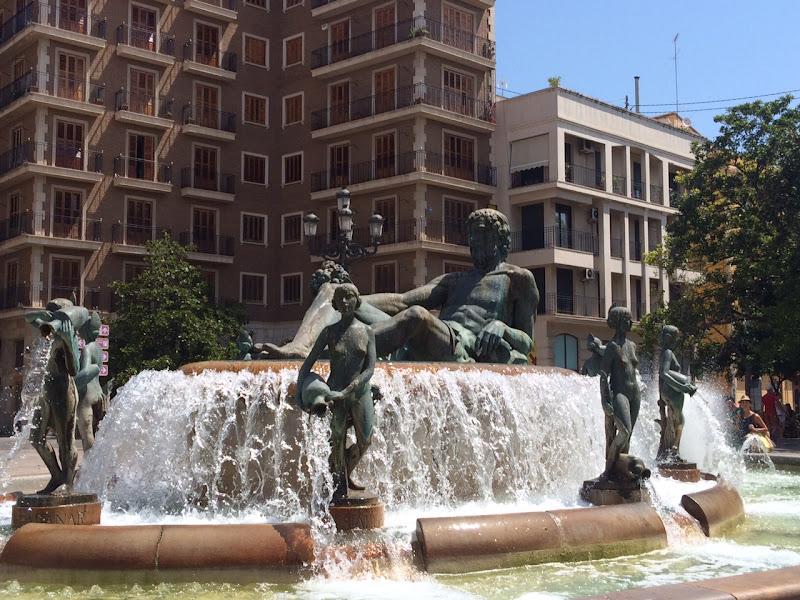 Fuente de Neptuno, Plaza de la Virgen, Valencia