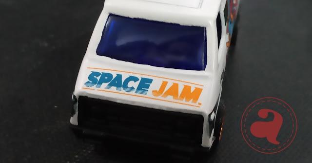 Review Diecast Hotwheels 70's Van Bertampo Space Jam