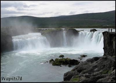 Un tour  d'Islande, au pays du feu... et des eaux. 29-Godafoss
