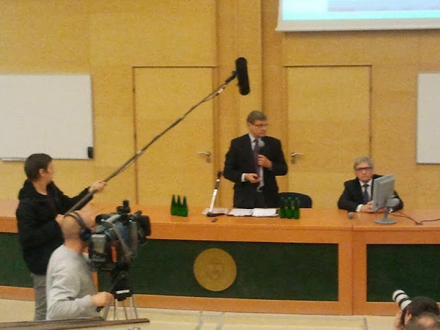 Spotkanie z prof. Leszkiem Balcerowiczem - 2012-06-15%2B10.05.26.jpg