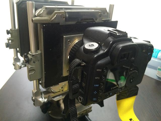 EOSを大判カメラにつけるアダプター