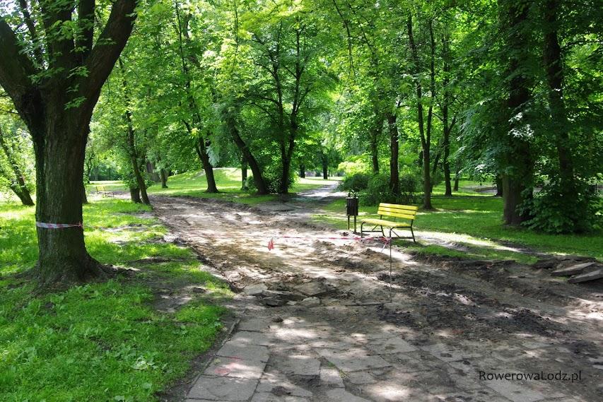 Tu widać w jakim stanie były wcześniej chodniki.