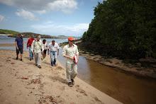 El equipo de Pfizer realiza un protocolo de rio durante una actividad de Mapa de Vida en La Hacienda La Esperanza del Fideicomiso de Conservacion en Manati, Puerto Rico, Sabado 28 de abril del 2012. (Foto/Fideicomiso de Conservacion)