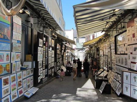 Rua dedicada ao comércio de pinturas