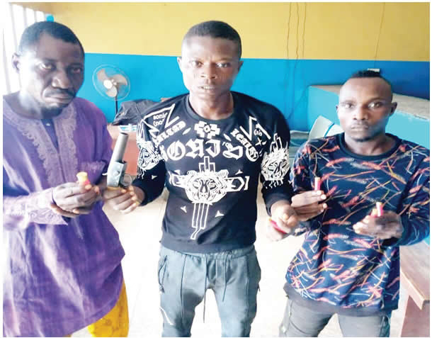 Two members of a robbery gang were arrested while fleeing and their herbalist was also arrested