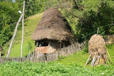 Motzen Haus zwischen Ponor und Barlesti
