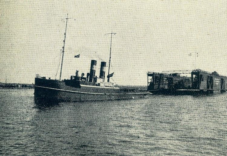 Vista del HUMBER entrando con el remolque en el puerto de Valencia. De la revista Iberica.jpg