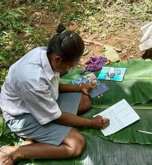 Cerita Sedih Anak SMA Lantaran Kesulitan Mengakses Internet Di Papua Demi Sekolah Online.