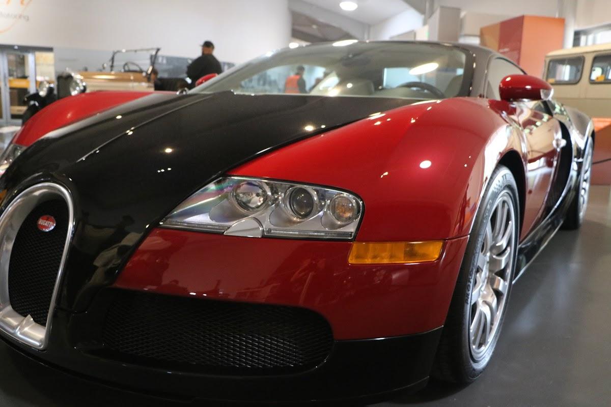 Jaguar_National_Rally_2018-04-14_0002 - Bugatti-Veyron.JPG