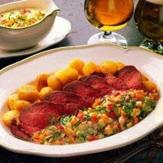 Roastbeef mit Gemüseremoulade und Röstkartoffeln