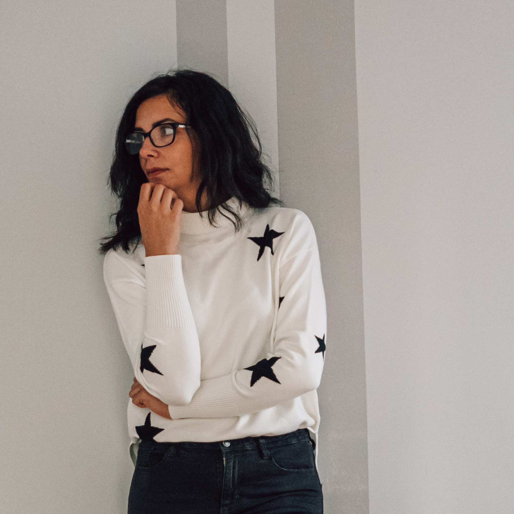 biały sweter damski