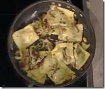 Ravioli con caciocavallo, pioppini e salsa di mele