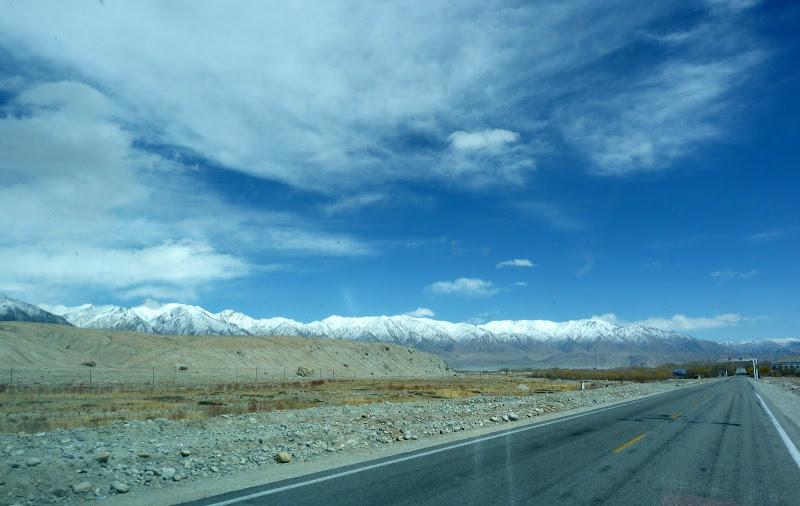 XINJIANG. Karakoram Highway, lune des plus haute route au monde, en passant a 4400 m - P1280539.JPG