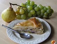 Gâteau feuilleté au raisin et à la poire