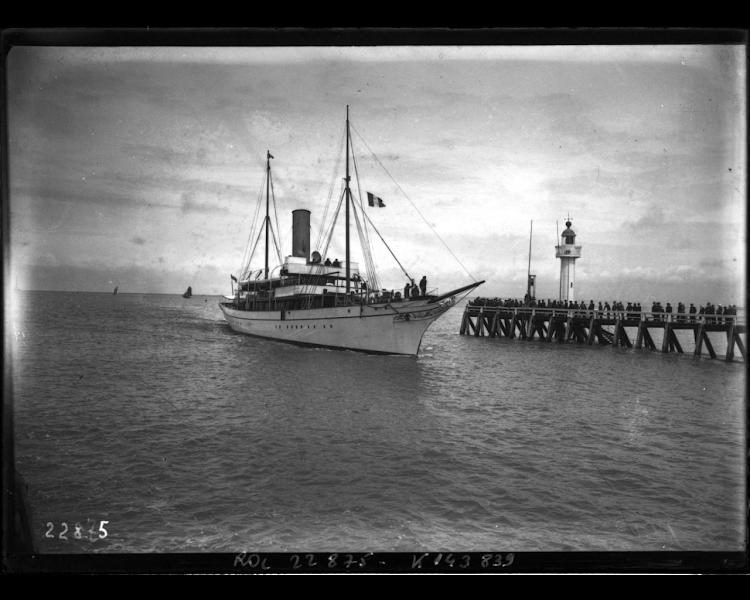 El yate PORTIA salvador de los náufragos del vapor español. Foto BnF Gallica.png