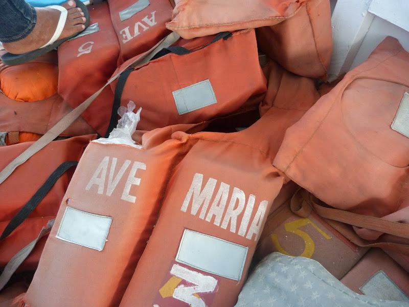 Gilets de sauvetage en vrac mais certifiés AVE MARIA...