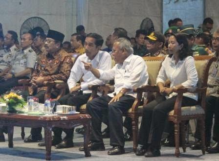 Berita foto dan video Sinar NGAWI terbaru: Presiden Joko Widodo Tiba di Desa Klitik Kabupaten Ngawi untuk Groundbreaking Tol Solo-Kertosono