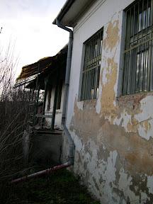 7.12.2005 Takto vyzerala budova zo zadnej strany keď tu Pán naplánoval naše centrum