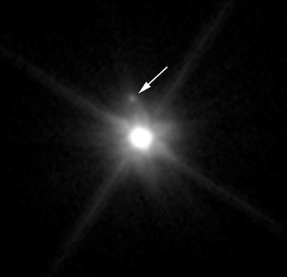 localização do satélite MK 2 e do planeta anão Makemake