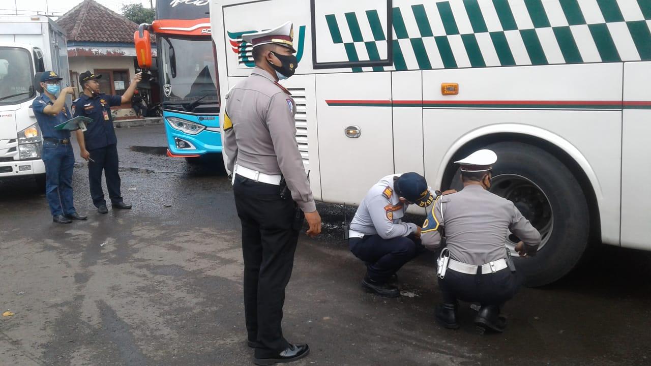 Sat Lantas Polres Majalengka bersama Dishub Lakukan Ramcek Angkutan Umum