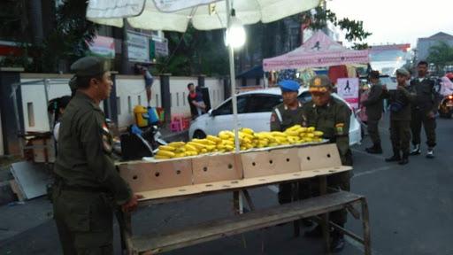 PKL di Jalan Kertabumi  Ditertibkan Satpol PP Karawang
