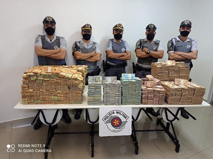 Motorista é detido pela Polícia Rodoviária com mais de R$ 11 milhões