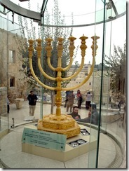 The_Golden_Menorah_replica_in_Jerusalem (1)