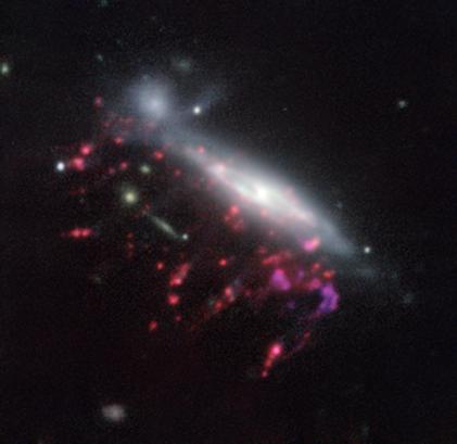 galáxia medusa JO204