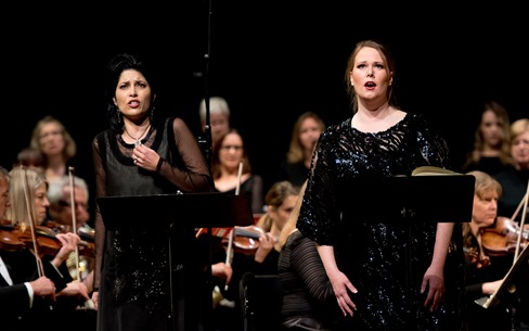 IN PERFORMANCE: Mezzo-soprano VIVICA GENAUX as Arsace and soprano JESSICA PRATT in the title rôle in Washington Concert Opera's performance of Rossini's SEMIRAMIDE, 22 November 2015 [Photo by Don Lassell, © by Washington Concert Opera]