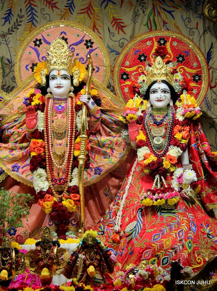 ISKCON Juhu Sringar Deity Drashan on 17th Jan 2017 (44)