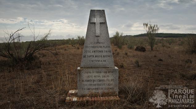 Monumento a parte de los fallecidos en el accidente aéreo que ocurrió en el año 57 en la Marañosa