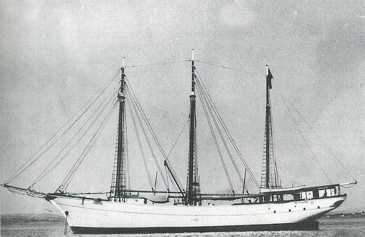 Motovelero JULIO CASCIARO. Del libro Los Ultimos Veleros del Mediterraneo. Vol. II.tif