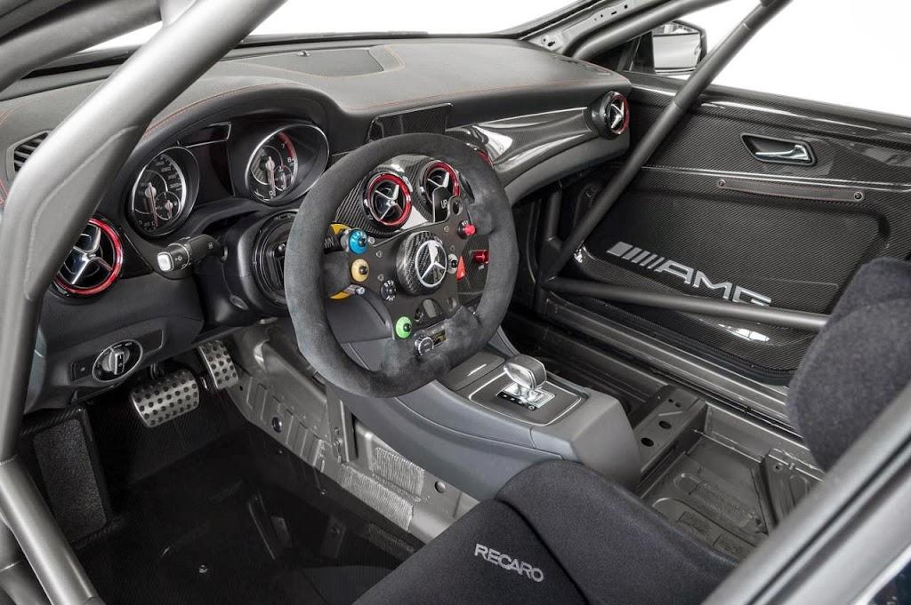Mercedes Benz CLA 45 AMG Racer 11