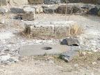 בסיס המזבח והרליקווריום