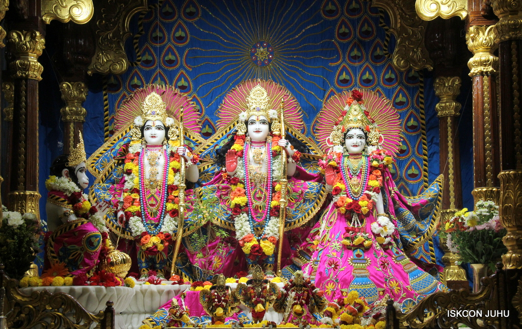 ISKCON Juhu Sringar Deity Darshan on 2nd Oct 2016 (38)