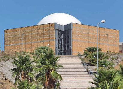 Gibellina - Die Kirche 'La grande sfera' mit arabisch anmutender Kuppel
